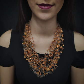 Unikatna heklana ogrlica, bakrene ljuskice i perle