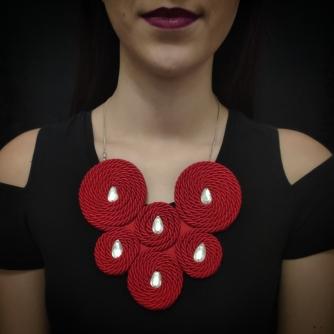 Unikatna ogrlica ručni rad. Crvena ogrlica sa cirkonima.