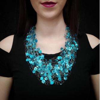 Unikatna heklana ogrlica, plavo-tirkizne ljuskice
