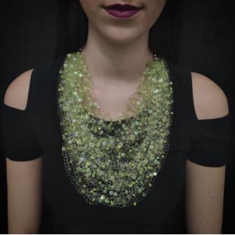 Unikatna heklana ogrlica, zelene ljuskice