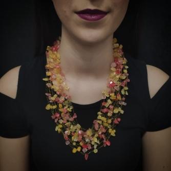 Unikatna heklana ogrlica, crveno i žuto murano staklo